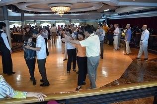 ダンス等、健康な体作りに励まれ楽しむ方が多い。