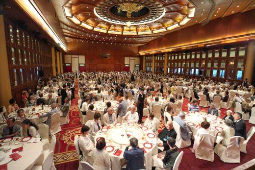 今日の目玉は飛鳥クルーズ25周年を記念して行われる晩餐会です。