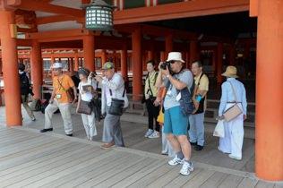 岸壁で上沼田神楽団による、神楽が上演されました。