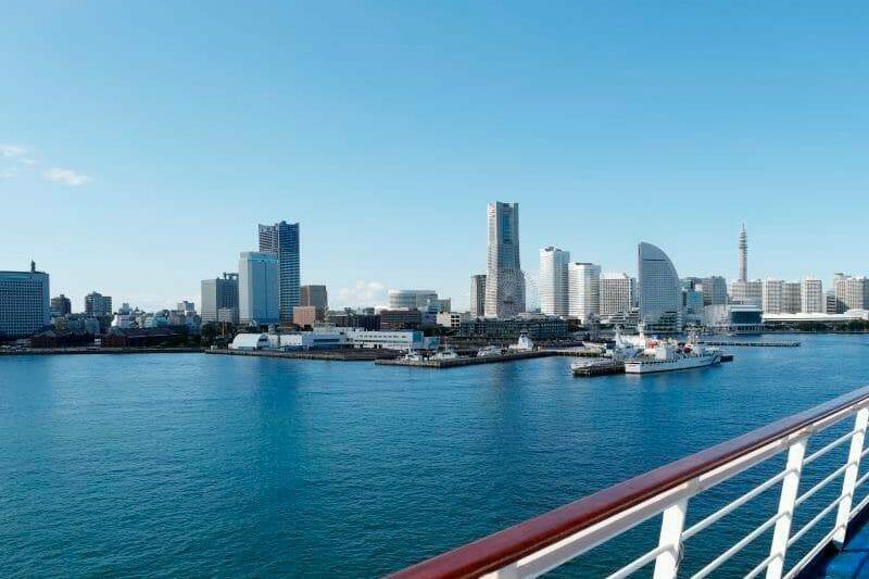 船から眺めた寄港地の写真