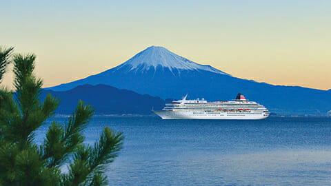 富士を望む 駿河湾の美港<br>■清水